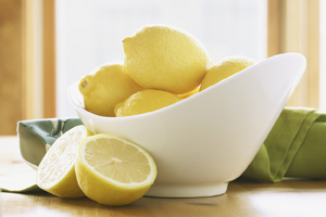 Bowl of lemons.